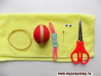 Полотенце, резинки, глазки, булавка, ножницы, декоративное яйцо