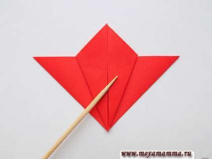 Гвоздика в технике оригами. Сгибание левой стороны