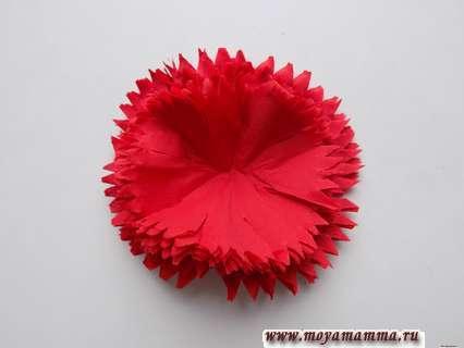 Гвоздика из бумажной салфетки. Расправление цветка