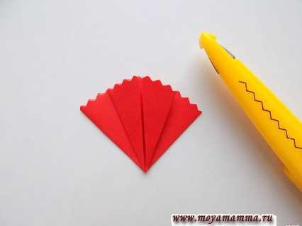 Гвоздика в технике оригами. Формирование полукруга