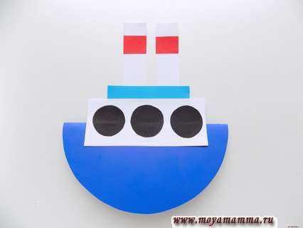 Оформление парохода черными кружочками