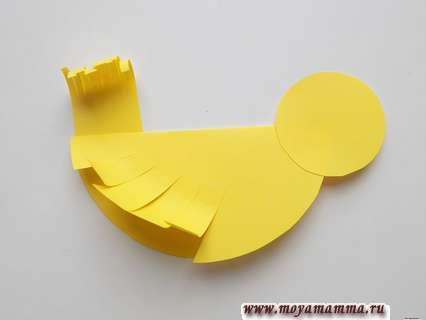 Склеивание деталей желтой птички