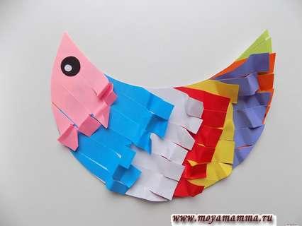 Курица из цветной бумаги. Оформление глазика курицы