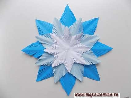 Объемная снежинка из бумаги. Добавление белой заготовки