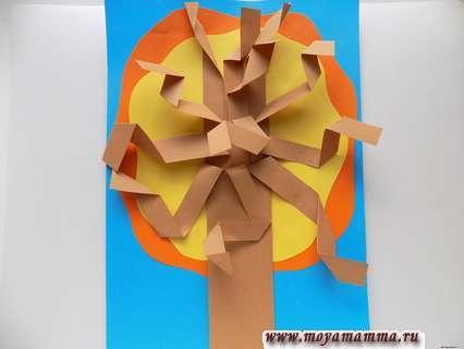 Аппликация Осеннее дерево. Приклеивание дерева