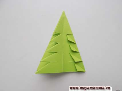 Елочка из бумаги. Выполнение треугольных сгибов на елочке