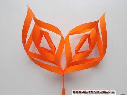 Ажурный осенний лист. Приклеивание оранжевых заготовок