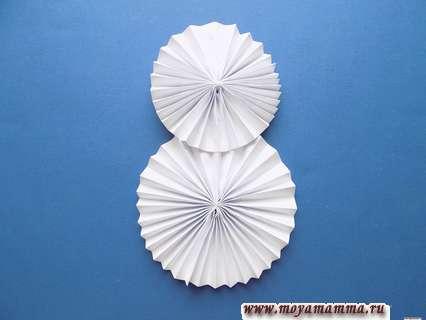 Снеговик из бумаги. Склеивание кругов между собой