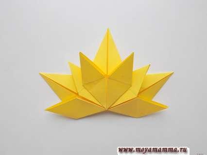 Осенний лист из бумаги. Склеенные три элемента листа
