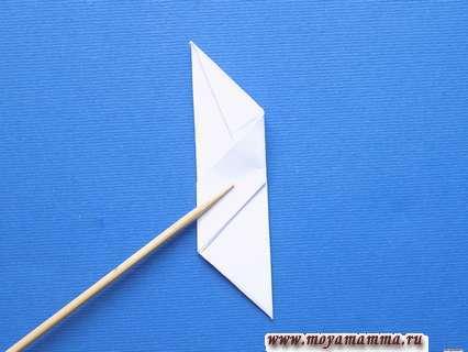 Снежинка оригами. Складывание детали вдвое.