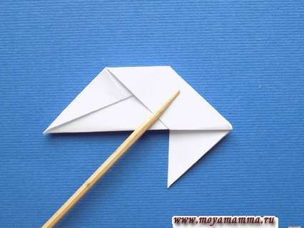 Снежинка оригами. Сгибание заднего уголка от себя по диагонали
