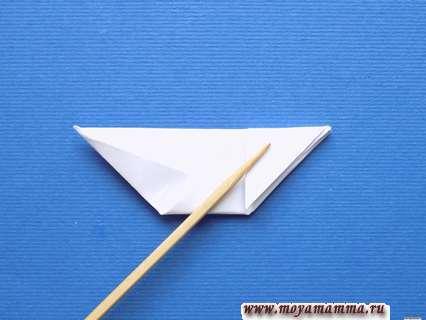 Сгибание с правой стороны небольшого треугольника