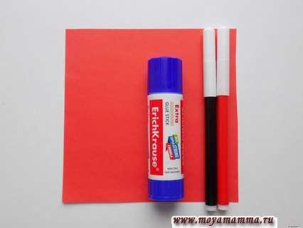 Красная бумага, клей, черный и красный фломастеры