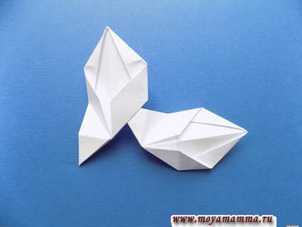 Снежинка оригами. Соединение двух деталей снежинок