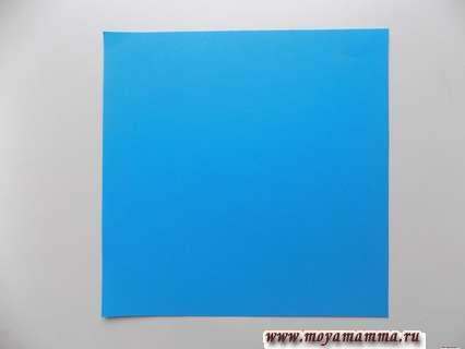 Квадрат из ярко-голубой бумаги