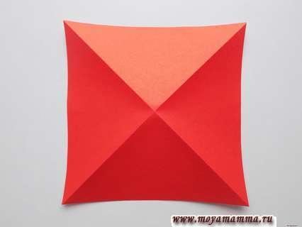 Наметка диагональных сгибов на квадрате