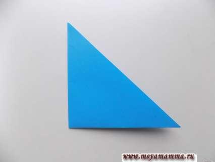 Складывание получившегося треугольника пополам