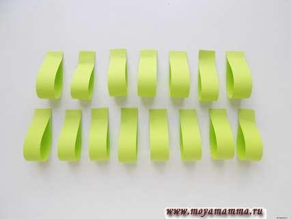 Выполнение петелек из полосок бумаги.