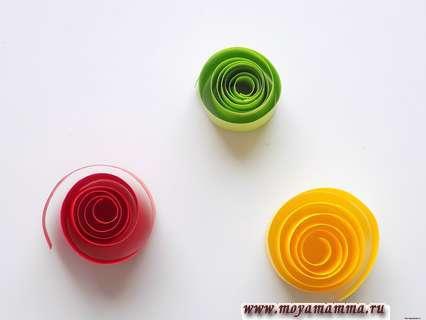 Бумажные спиральки трех цветов