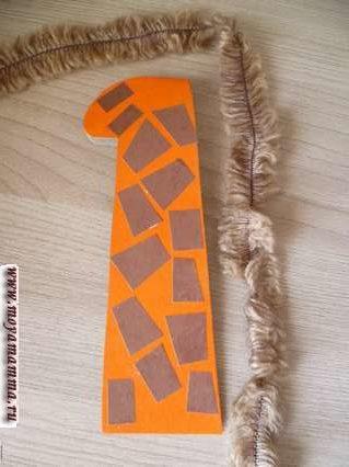 Жираф из втулки. Лохматые нитки