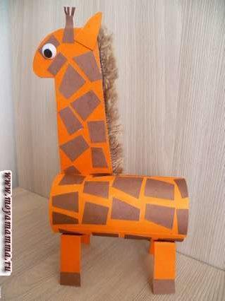 Жираф из втулки. Приклеивание ног