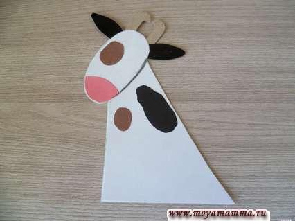 Корова из втулки. Оформление головы и шеи коровы