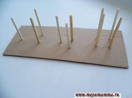 Развивающие игры для детей своими. Приклеивание бамбуковых палочек