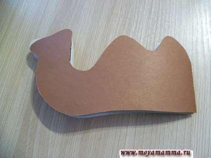 Оклеивание заготовки коричневой бумаги