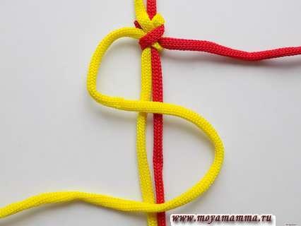 Желтый конец шнура укладываем зигзагом.