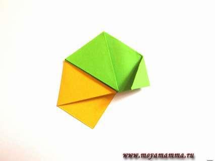 Соединяем первые два элемента, которые будут отличаться по цвету.
