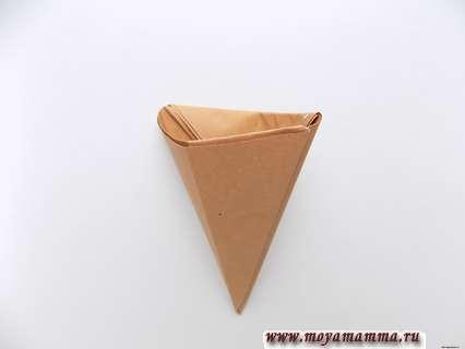 Объемное мороженое из бумаги. Заправление уголка внутрь