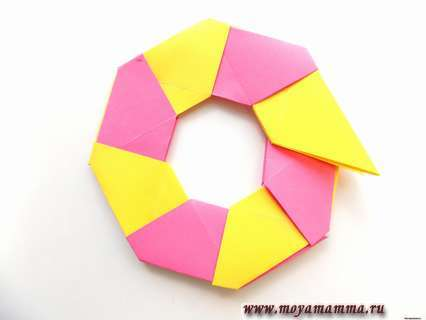 Оригами трансформер. Поочередно соединяем все 8 заготовок.