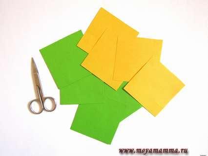 4 квадратных листа каждого цвета.