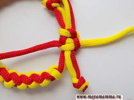 Браслет из двух шнуров. Затягивание