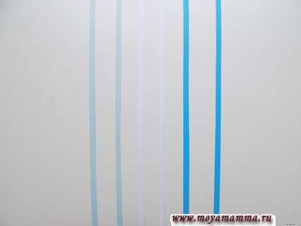 Для одной сережки требуется взять по 2 полоски каждого цвета.