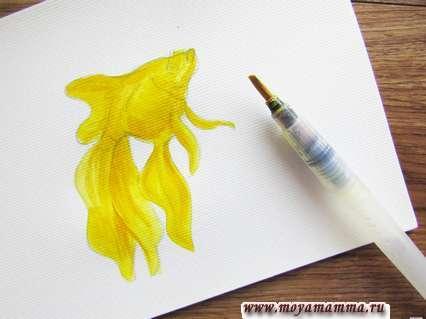 Прокрашиваем полностью весь рисунок желтой гуашью.