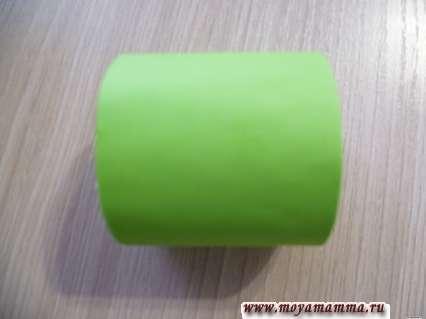 Втулка, оклеенная зеленой бумагой