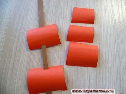 Нанизывание заготовок на полоску бумаги