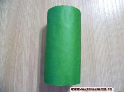 Крокодил из втулки. Втулка, оклеенная зеленой бумагой.