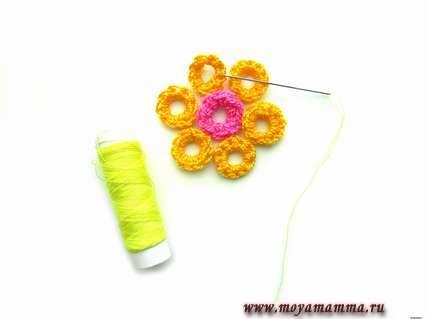 Сшивание деталей цветка. цветок крючком для начинающих.
