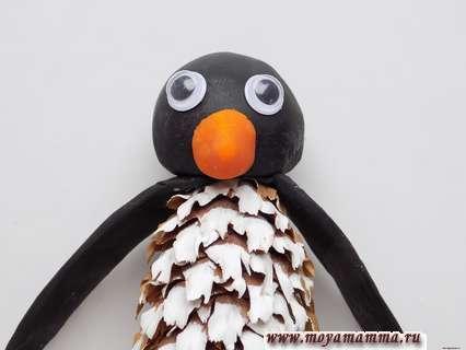 Пингвин из шишки. Клювик пингвина.