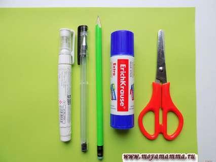 Зеленая бумага, гелевая ручка, клей, ножницы