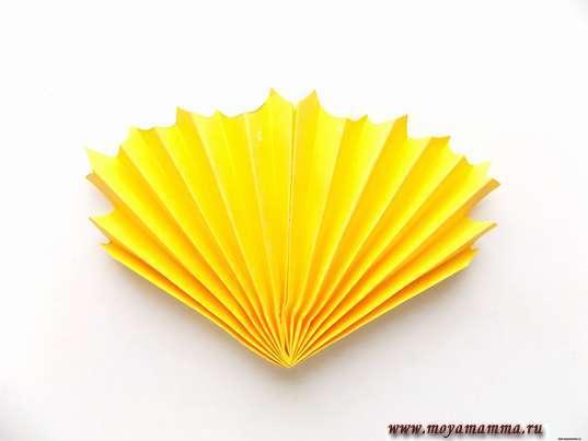 Аппликация осенний букет.. Складывание гармошкой желтой заготовки