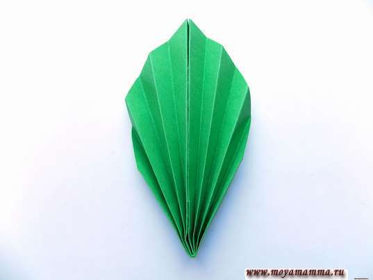 Аппликация осенний букет. Зеленый листочек