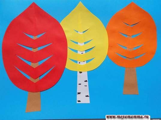Аппликация осенний лес. Приклеивание красной кроны