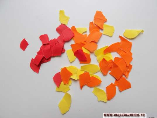 Опавшая листва из цветной бумаги