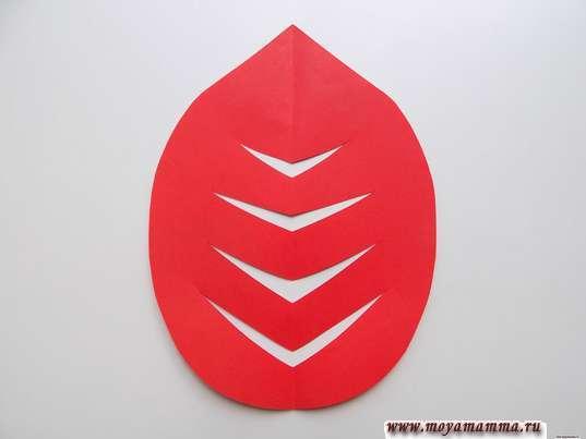 Крона дерева из красной бумаги