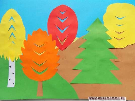 Аппликация осенний пейзаж. Приклеивание оставшихся деревьев
