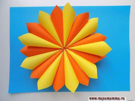 Аппликация осенний цветок. Цветок в оранжевых и желтых тонах