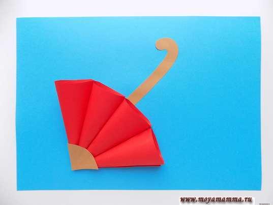 Аппликация осенний зонтик. Зонтик, на голубой лист бумаги